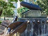 Якорь и пушка, памятник